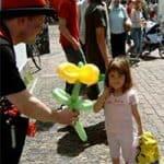 Eine Blume vom Ballonkünstler