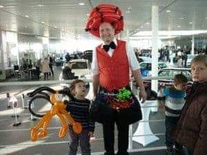 Unterhaltung mit Ballons im Autohaus - der Ballonkünstler in Nürnberg