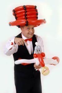 Für den Familientag einen Ballonkünstler engagieren