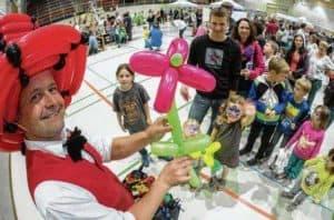 Der Ballonküstler beim Weltkindertag in Aalen