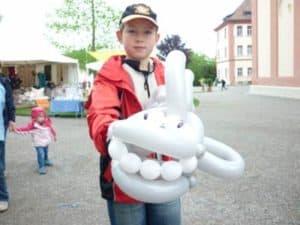 Für Kinder - der Ballonkünstler am Bodensee - auf der Mainau knotet der Luftballonkünstler tolle Ballontiere