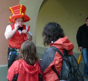 Der Ballonkünstler und Ballondreher aus Augsburg macht als Ballonclown Spass