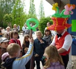Der Ballonkünstler für Kinderparty als Luftballonkünstler
