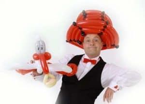 Ballonkünstler Regensburg Luftballonkünstler knotet Luftballonfiguren und Ballontiere