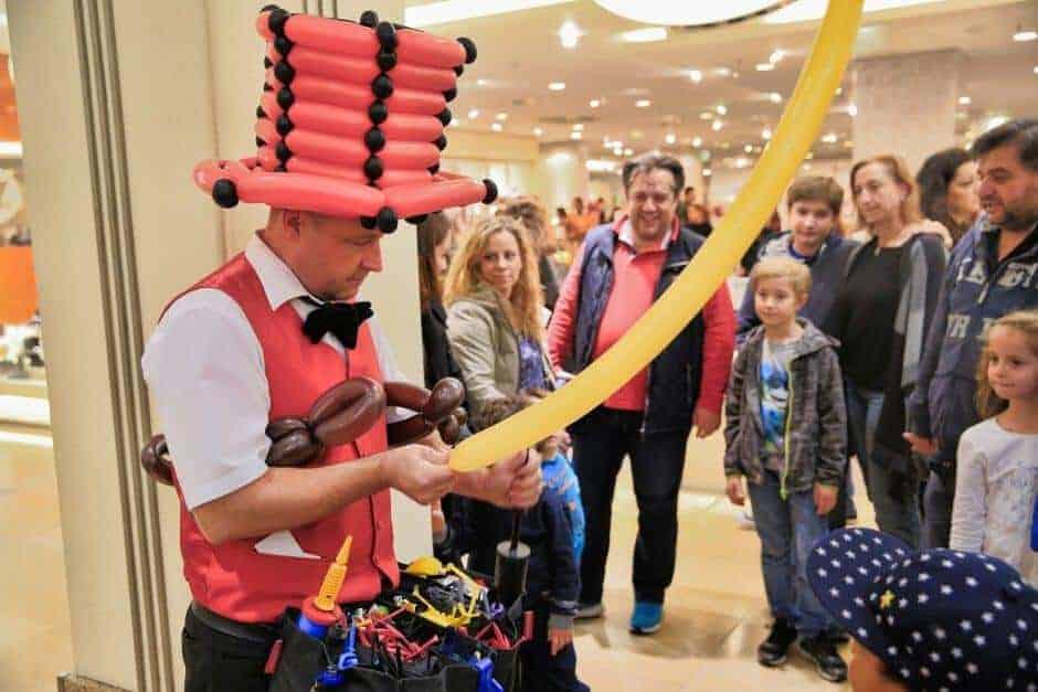 Ballonkünstler Einkaufscenter