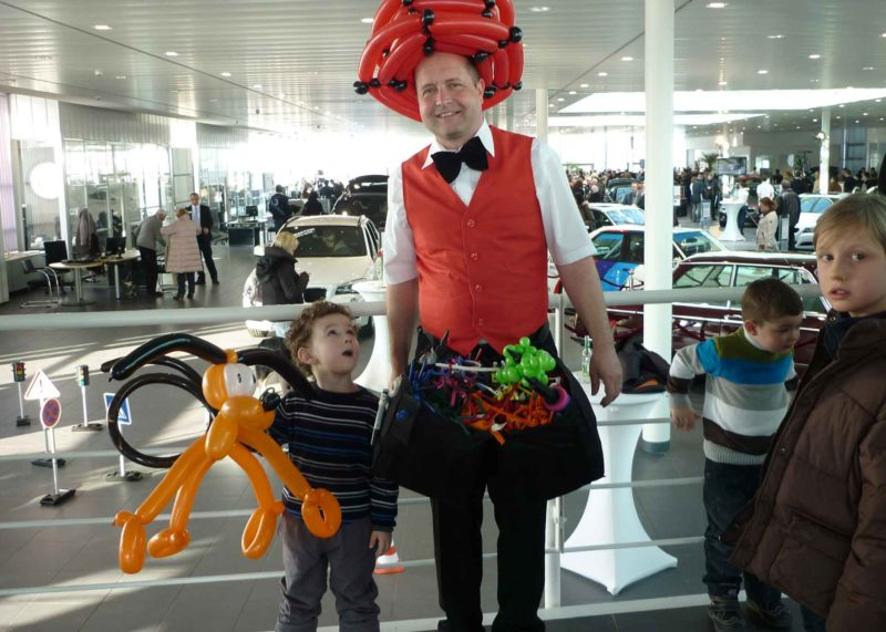 Ballonkünstler Autohaus